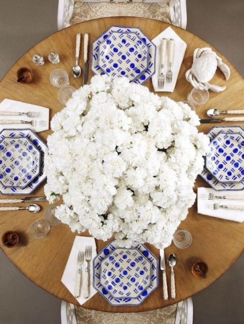 1431731900-54c163cdceeec_-_hbx-blue-white-tablescapes-oscar-de-la-renta-home